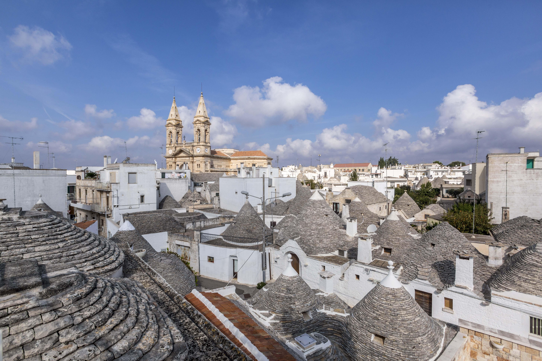 Visit Alberobello: la terra dei Trulli